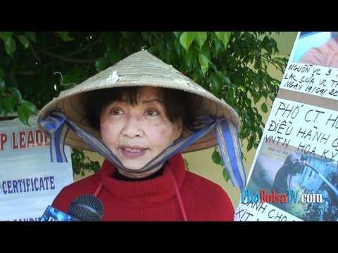 Cờ vàng chống cờ vàng: Nha sĩ Đàm Bảo Kiếm biểu tình