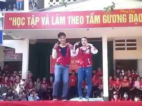 Nhay Dep , Cặp Đôi Áo Đỏ Nhảy Hài Hước Nhất Thế Giới
