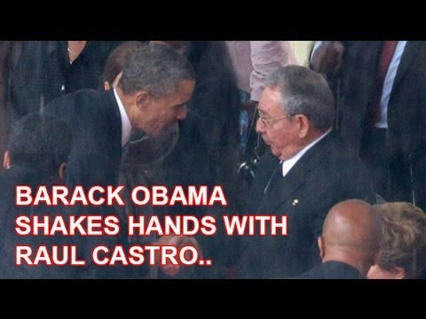 Barack Obama shakes hands with Cuba's Raul Castro