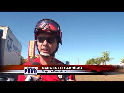 29/08/2018 - Colisão entre carro e caminhão no Bairro Sumaré em Barretos deixa 3 feridos