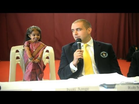 La plus petite femme du monde est une Indienne de 62,8 cm