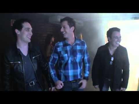 Trio Bravana   Mãe, tô na balada ! Videoclipe oficial