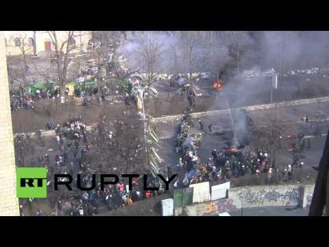 Ukraine: Protesters construct barricades around newly seized territory