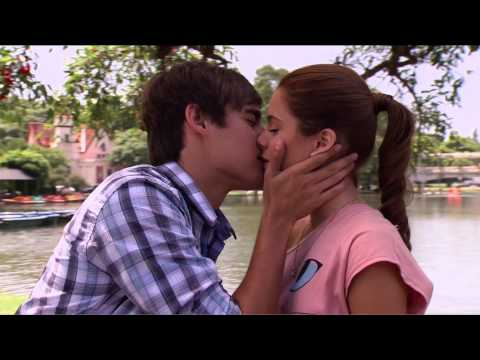 z berg first kiss  Austin & Ally -