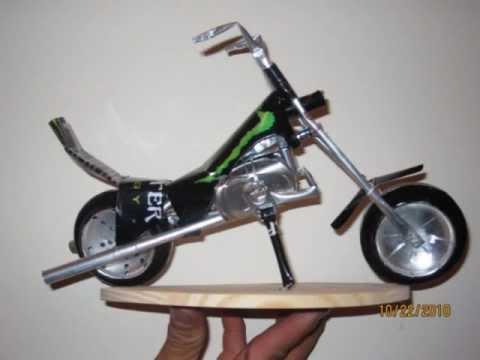 motos de  lata con una rolita de, panteon rococo