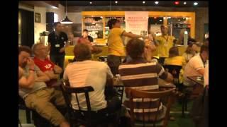 No bar 'Camisa 12', os ingleses se reuniram para assistir o jogo do Brasil.