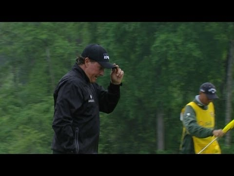 Phil Mickelson drains a 23-foot putt for birdie at Shell in Round 4