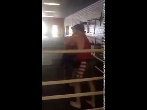 Grappling Match: UFC middleweight Tim Kennedy vs OneFC welt