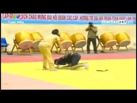 Video Clip võ thuật Pha biểu diễn võ thuật thực chiến của nữ CSGT xinh đẹp
