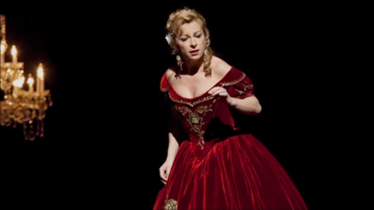 met opera traviata dessay review Acclaimed french soprano natalie dessay makes her met role debut as violetta, the fallen woman who sacrifices her last chance for love, in verdi's la traviata airing on thirteen's great.