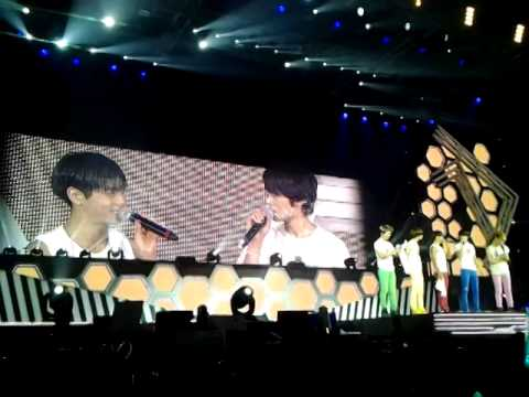 121208 (fancam) SHINee celebrate Onew - Minho Birthday on SWC2SG part 2