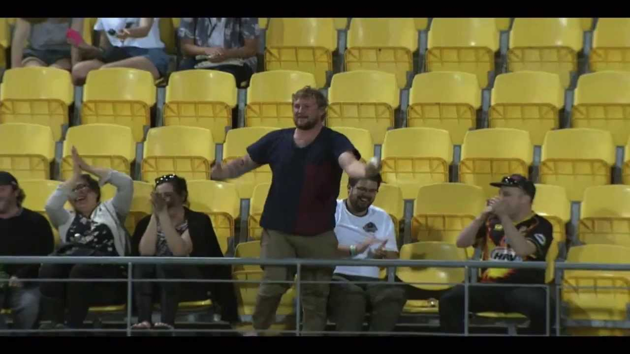 Cricket fan takes unbelievable crowd catch