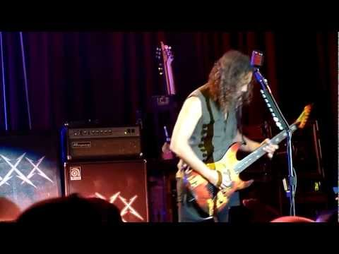 Metallica - To Live Is to Die (Live in San Francisco, December 7th, 2011)