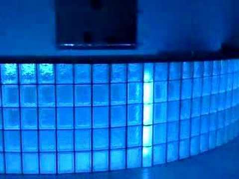 Podświetlana ściana z pustaków szklanych