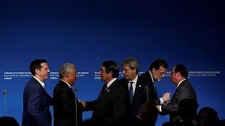 بالفيديو.. هولاند يدعو أوروبا إلى الردّ بحزم على ترامب |