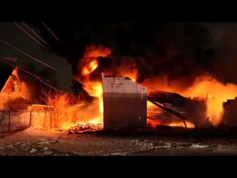 Raw video and radio traffic: 4-alarm Ill. warehouse fire