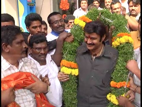Balakrishna-Watches-Lion-Movie-at-Bramaramba-Theater