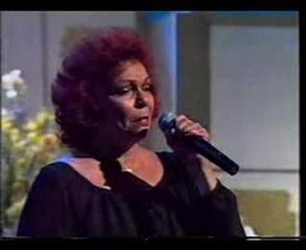 Núbia Lafayette canta