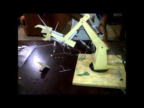Grua Hidraulica con 7 movimientos 2do ciencias Naciones Unidas