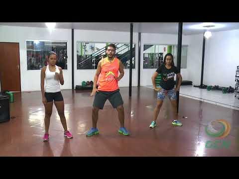 Leonardo Lucena ensina a coreografia de Rabiola - MC Kevinho
