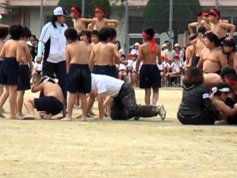 Lớp 5-6 trong Ngày hội Thể thao của trường (Nhật Bản)