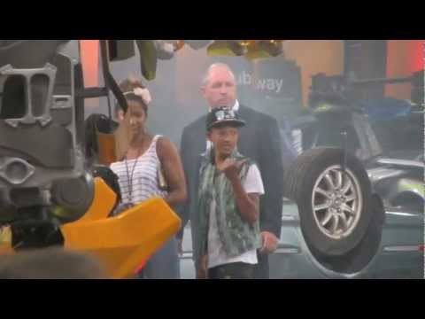 Jaden Smith & Willow Smith perform at Transformers Premiere in Times Square, NYC