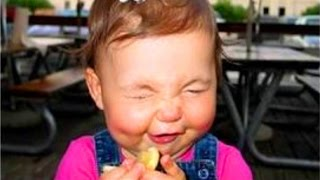 Bebés Comiendo Limones