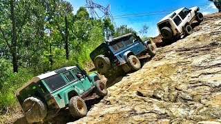 Land Rover Discovery vs Defender @ Fire Tower Hill Glass House Mountains