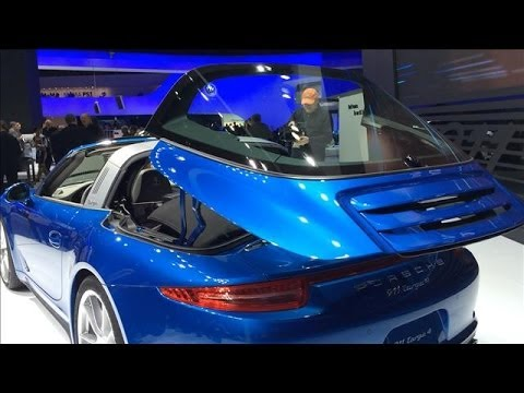 Hình ảnh trong video Porsche's New 911 Targa Sports Car | Detroit