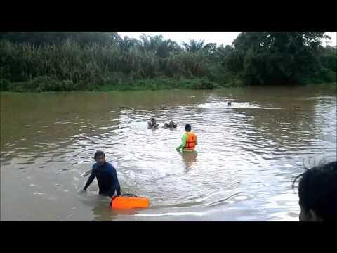 2 Phút 46s Kinh Hoàng Cho Người Dân Cả Xóm Khi Chứng Kiến Cảnh Này Bên Bờ Sông