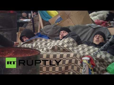Ukraine: Protesters continue to occupy Maidan as EU halts trade talks
