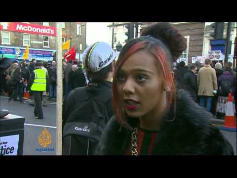 Vigil draws hundreds over Mark Duggan's death