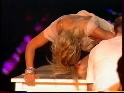 GERI HALLIWELL IT'S RAINING MEN + AU NOM DE L'AMOUR NRJ MUSIC AWRDS 2002