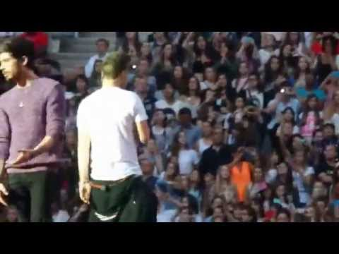 One Direction - Happily @ Stade de France, Paris 21/06 HQ