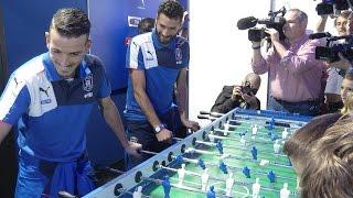 Florenzi e Candreva, altro che derby! Insieme per l'Italia e a calcio balilla!