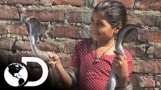 Niña encantadora de serpientes