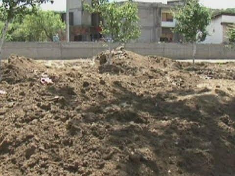 Dvorišta zatrpana muljem i otpadom, Bratunčani krive vlast