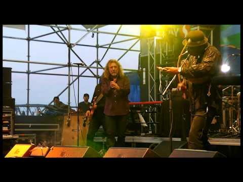 Robert Plant sings