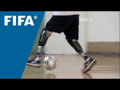 Quadruple amputee finds football in the USA