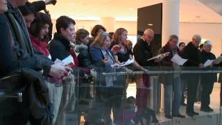 Paris Choral Society Flash Mob Sings The Messiah