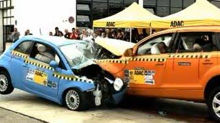 Crashtest Audi Q7 vs. Fiat 500 videos