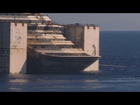 Costa Concordia: Stricken cruise liner starts last voyage