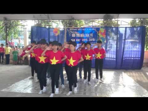 Dân vũ nói vòng tay lớn và Việt Nam ơi