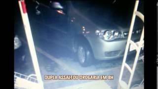 Dupla assalta drogaria no Pompeia e amea�a clientes; veja as imagens