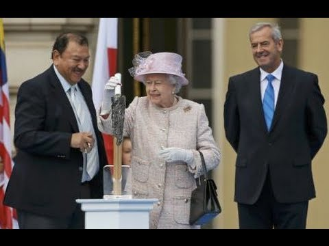 Queen launches Commonwealth Games baton relay