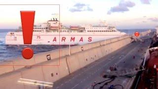 لحظة إصطدام عبارة بحائط ميناء -جزيرة الكناري-