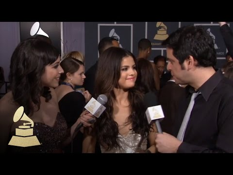 Selena Gomez on the red carpet -6wIvPslOPhk