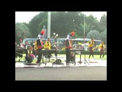 Drum Band GITA PESONA SMPN 1 Kedungjajang Lumajang di Gedung Grahadi Surabaya