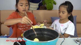 Hồng Anh Thử Làm Phô Mai Viên Con Bò Cười Chiên Giòn | MN Toys Family Vlogs