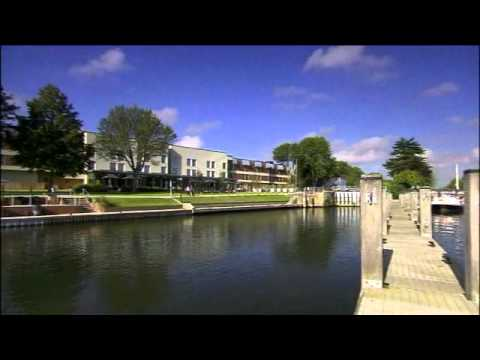 Thumbnail: runnymede~on~thames hotel, River Thames